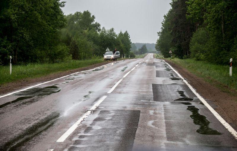 Lietuvos kelių kokybė lenkia kaimynus, bet šis įvertinimas tendencingai prastėja. Juditos Grigelytės (VŽ) nuotr.