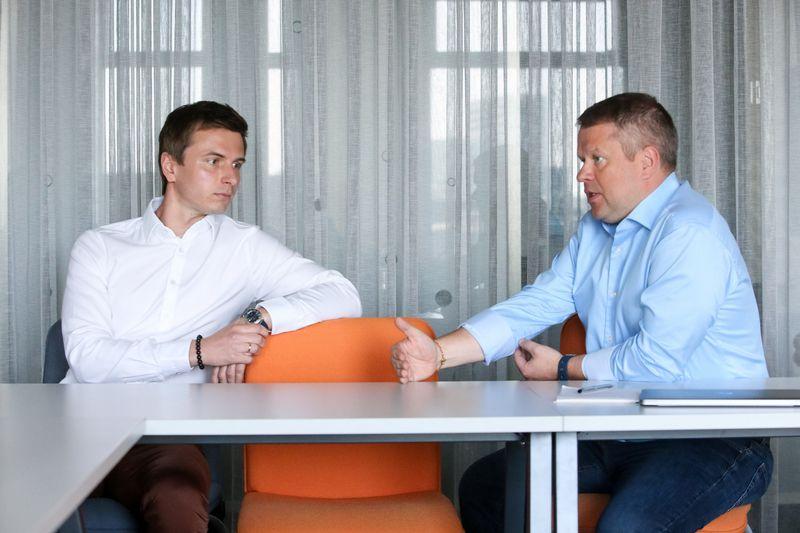 """Regimantas Buožius, UAB """"ACC Distribution"""" valdybos pirmininkas, ir Žymantas Baušys, UAB """"ACC Distribution"""" direktorius. Vladimiro Ivanovo (VŽ) nuotr."""