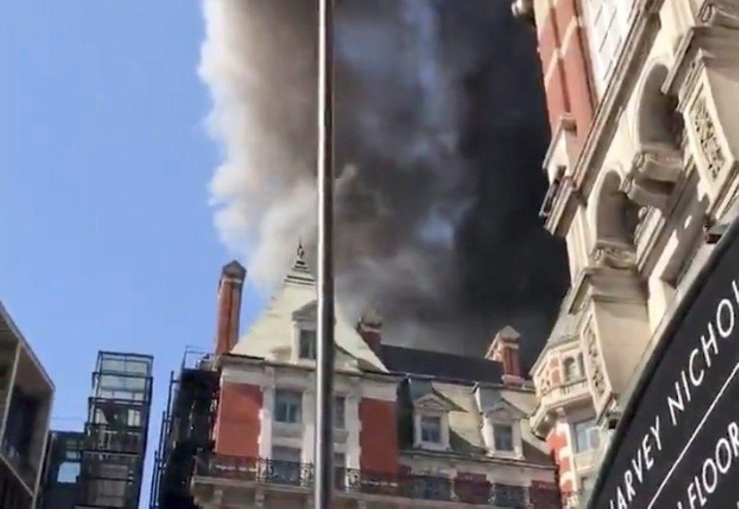 Prabangiame Londono viešbutyje kilo didelis gaisras
