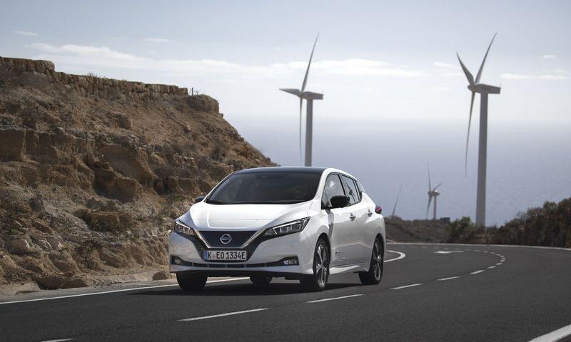 """Elektrinių automobilių rinka dar niekad nebuvo tokia konkurencinga, tačiau naujasis """"Nissan LEAF"""" pranoko visus konkurentus, nes daugumai pirkėjų jis atrodo protingiausias pasirinkimas."""