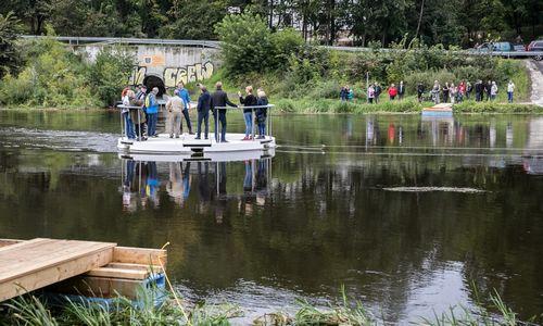 Vilniuje pradėjo veikti pėsčiųjų ir dviratininkų keltas per Nerį