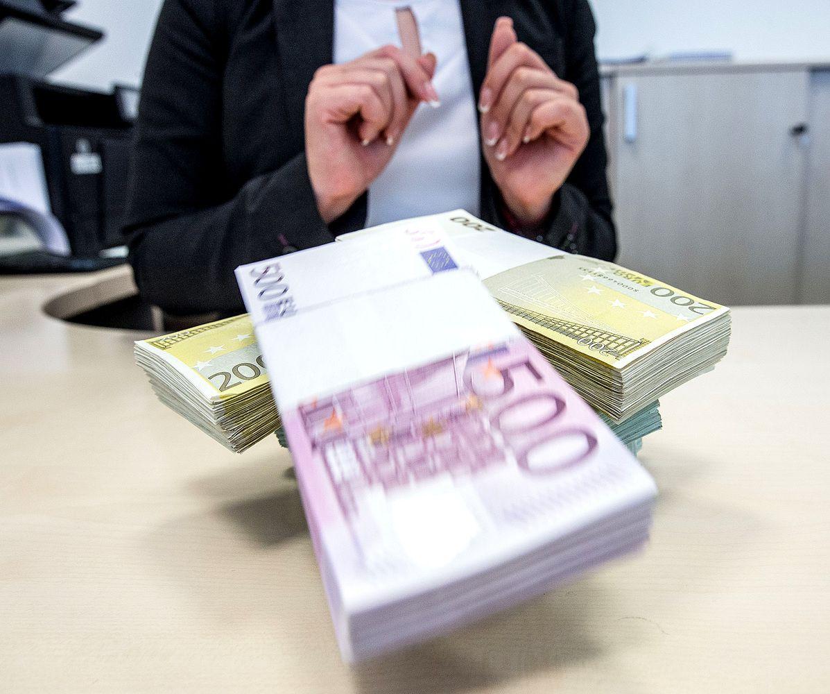 Minimali mėnesio alga kitąmet kils bent iki 420 Eur