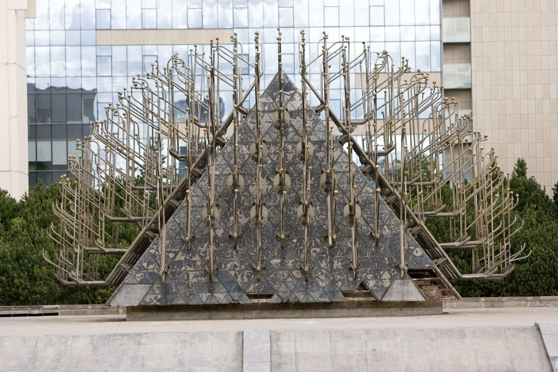 Dingo išardyto Seimo fontano purkštuvai