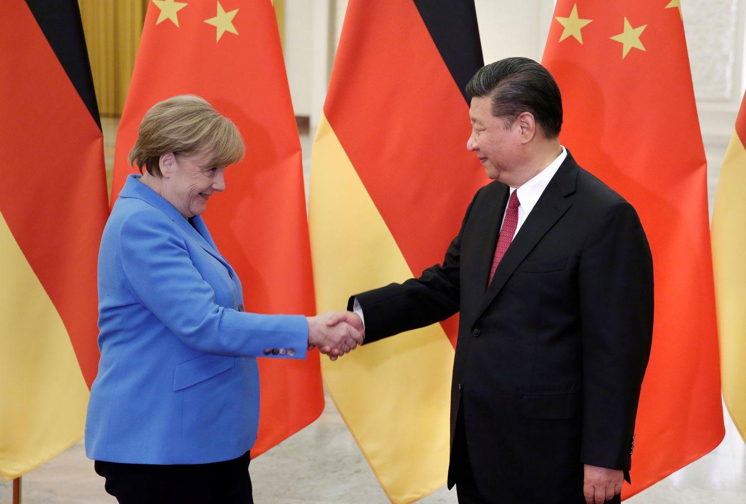 Kinija Europoje: prisigrūdo pirkinių pilną krepšį