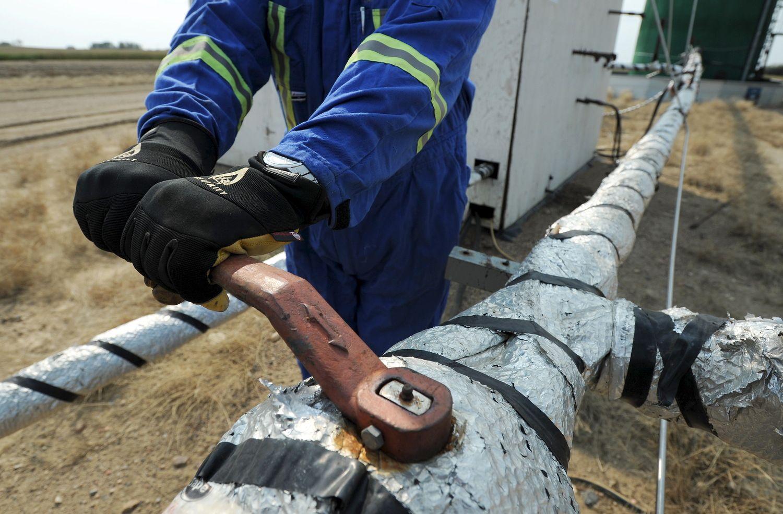 Naftos pasaulio galingieji tarsis, ką daryti su gavyba