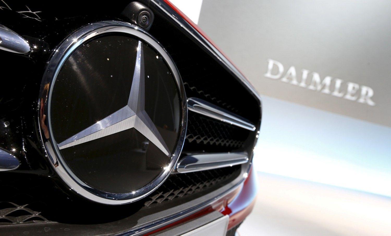 """""""Daimler"""" sumažino pelno prognozę dėl JAV ir Kinijos prekybos karo"""