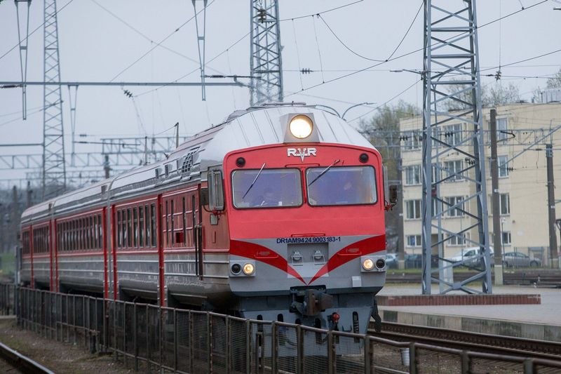 """AB """"Lietuvos geležinkeliai"""", nepatvirtintais duomenimis, už 2017 m. turėtų pervesti apie 33 mln. Eur dividendų, t. y. tiek, kokią subsidiją gauna iš valstybės už keleivių vežimą. Juditos Grigelytės (VŽ) nuotr."""