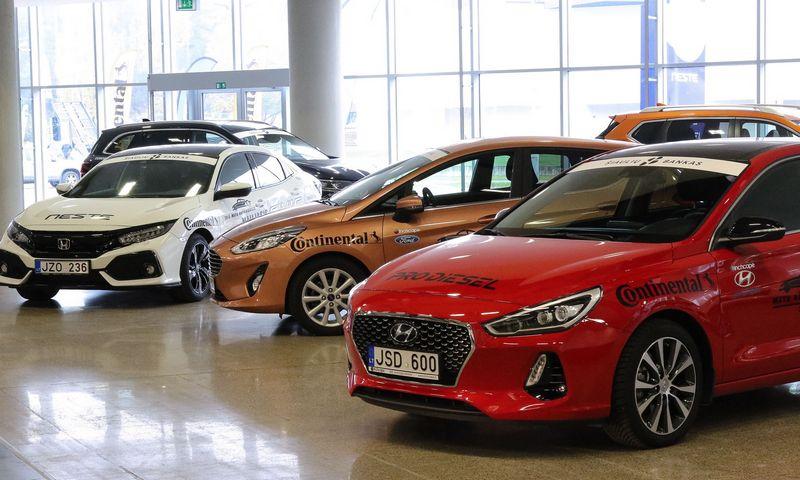 Per pastarąjį dešimtmetį lietuviai ėmė labiau vertinti kuklesnes markes ir susidomėjo elektromobiliais. Vladimiro Ivanovo (VŽ) nuotr.