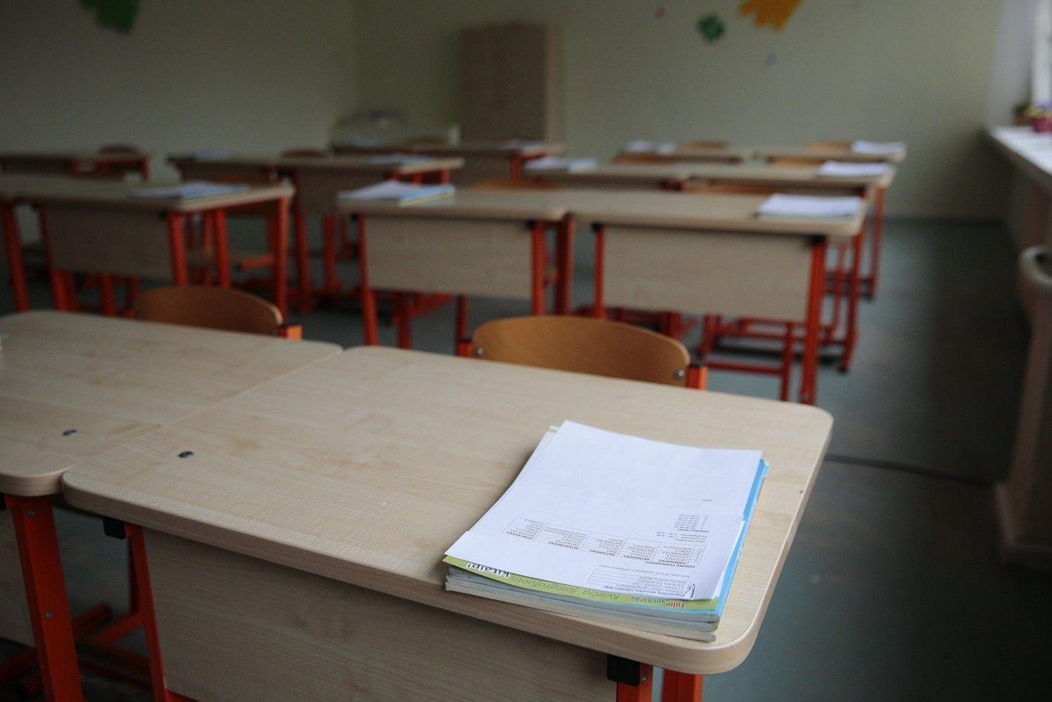 Sprendimas dėl etatinio pedagogų apmokėjimo Seimeatidėtas