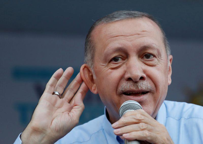 """Turkijos prezidentas prakalbo apie galimą koalicinį susitarimą. GORANO TOMASEVICIAUS (""""Reuters"""" / """"Scanpix"""") nuotr."""