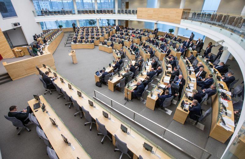 Paskutinėmis pavasario sesijos dienomis Seimas posėdžiaus kasdien, kad patvirtintų mokesčių ir pensijų sistemų reformos įstatymus. Juditos Grigelytės (VŽ) nuotr.