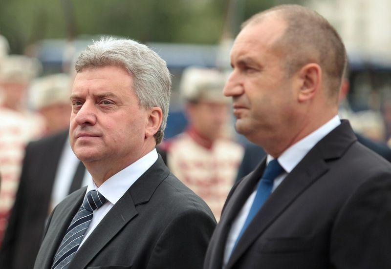 Makedonijos prezidentas Ivanovas ir Bulgarijos prezidentas Radevas. Dimitaro Kyosemarlievo (Reuters / Scanpix) nuotr.