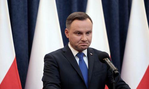 Lenkija atsitraukia: pasiryžo keisti įstatymą, apkartinusį santykius su JAV ir Izraeliu