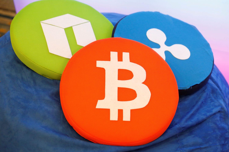 Kriptovaliutų rinkodaroje auga apžvalgininkų vaidmuo – įkainiai stebina
