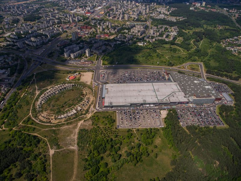Vilnius. Nebaigtas statyti Nacionalinis stadionas Šeškinės mikrorajone. Suprojektuotas 1985 metais. Vladimiro Ivanovo (VŽ) nuotr.