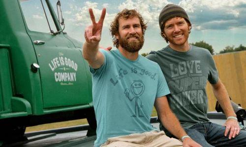 Kaip pozityvus šūkis padėjo įsukti milijoninį marškinėlių verslą