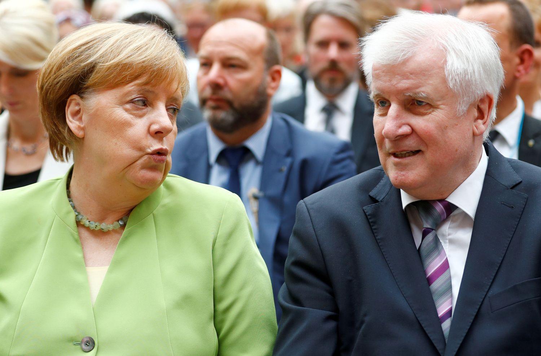 Vokietijoje bręsta politinė krizė: atsistatydinti grasina vidaus reikalų ministras