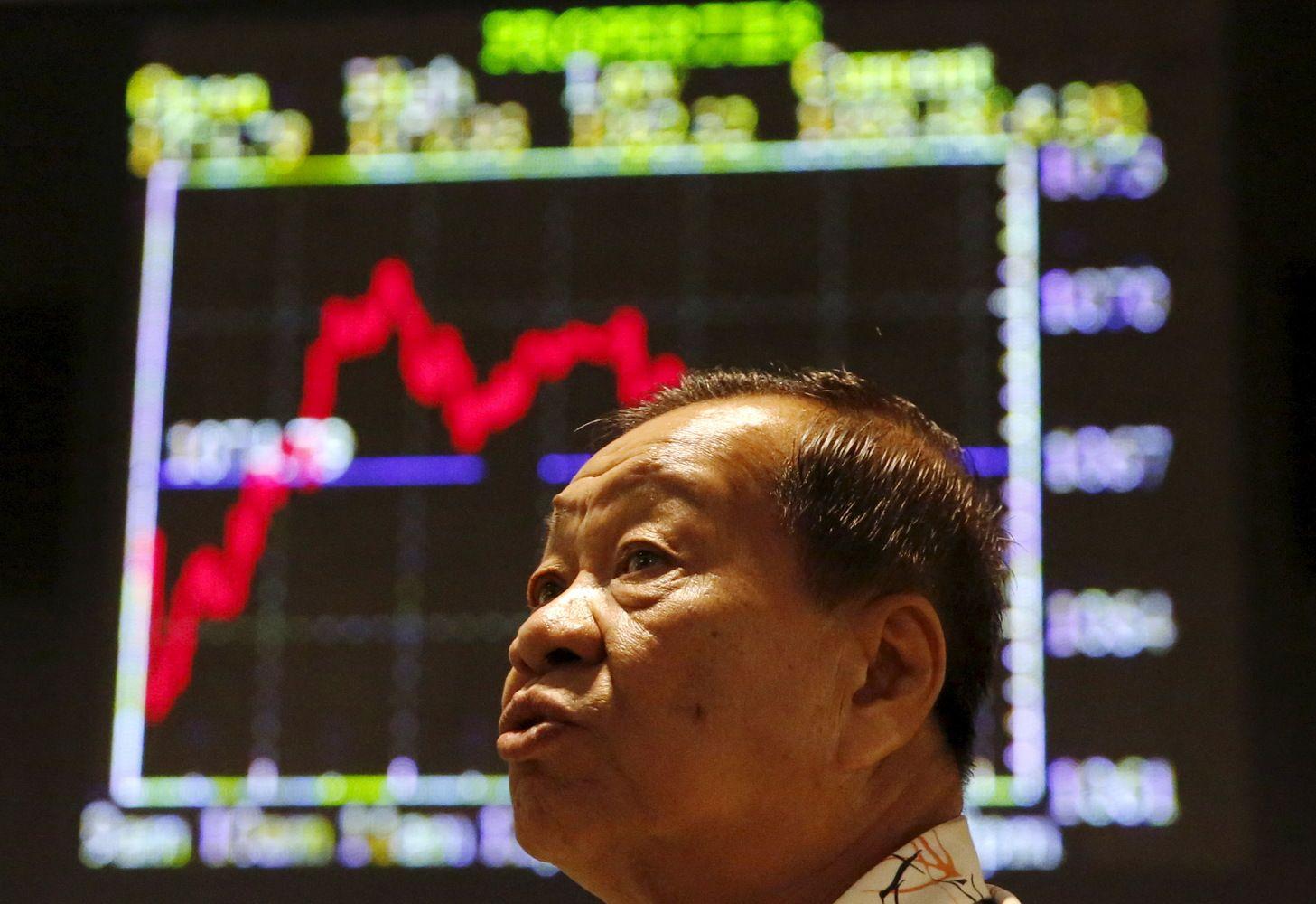 Asia Stocks Slide, Yuan Resumes Retreat, Oil Falls: Markets Wrap