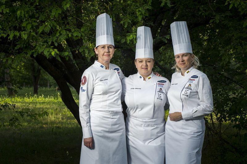 Virtuvės meistrės (iš kairės): Aldona Gec?iene?, Liucija Makovska, Honorata Lyndo. Roberto Das?kevic?iaus nuotr.