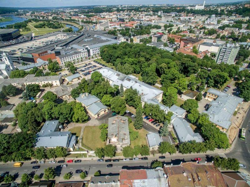 Krašto apsaugos ministerija ir Kauno m. savivaldybė sutarė dėlKauno centre esančio Karo ligoninės parko atvėrimo galimybės.Kauno m. savivaldybės nuotr.