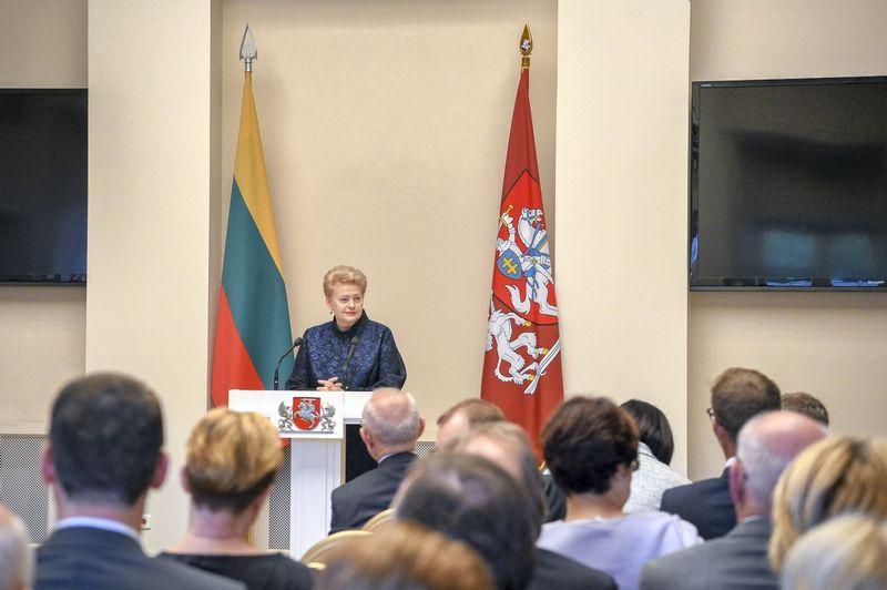 Prezidentė Dalia Grybauskaitė pasisakė Vilniuje susirinkusiems Lietuvos ambasadoriams užsienyje. Roberto Dačkaus (Prezidento kanceliarija) nuotr.