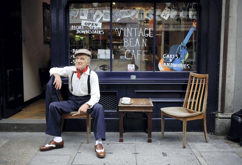 """Išsivysčiusiose Vakarų šalyse vyresni darbuotojai turi daug ekonominių paskatų į pensiją išeiti anksčiau. Kevino Coombso (""""Reuters"""" / """"Scanpix"""") nuotr."""