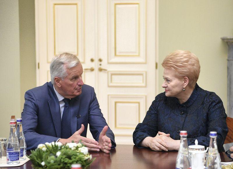 """Prezidentė Dalia Grybauskaitė susitiko su į Vilnių atvykusiu Micheliu Barnier, vyriausiuoju ES derybininku dėl """"Brexit"""". Roberto Dačkaus (Prezidento kanceliarija) nuotr."""