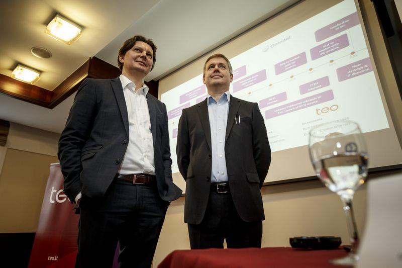 """Kęstutis Šliužas, pasitraukiantis AB """"Telia Lietuva"""" vadovas, ir Danas Strombergas, naujasis bendrovės vadovas. Vladimiro Ivanovo (VŽ) nuotr."""