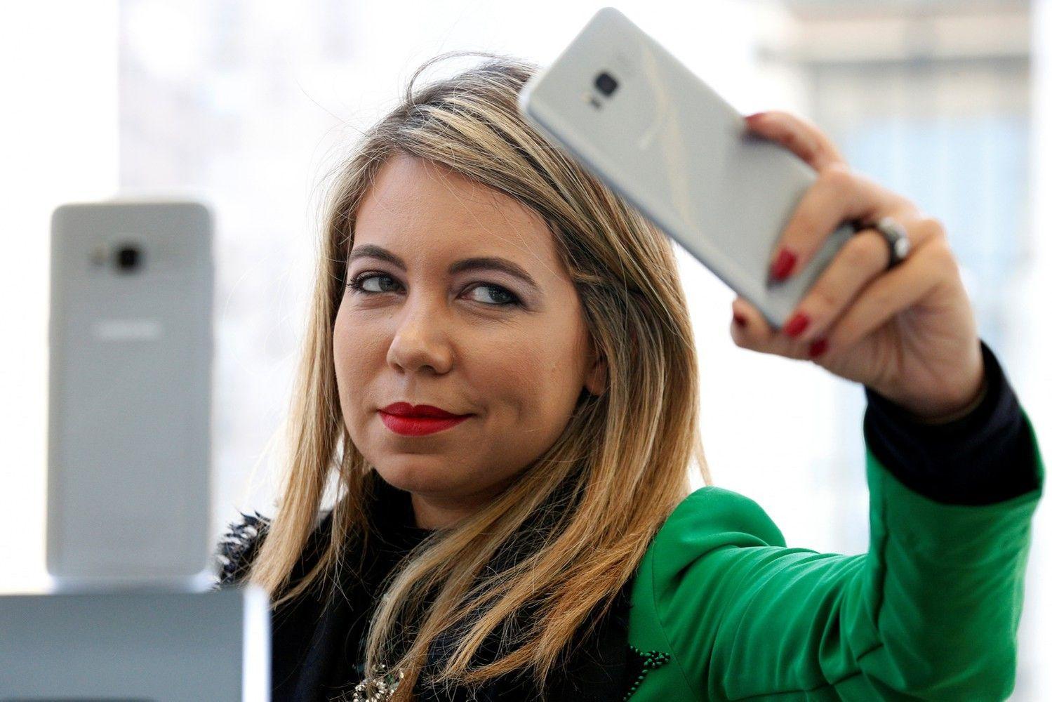 """""""Samsung"""" flagmanų pardavimai Baltijos šalyse išaugo beveik 40%"""