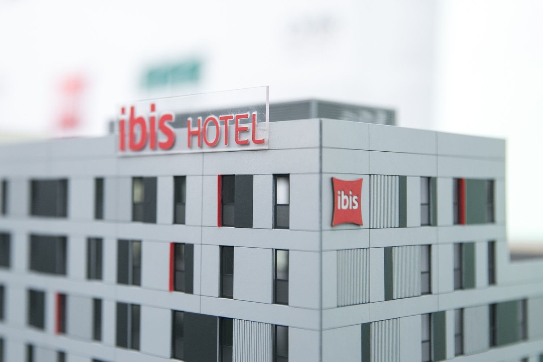 "Statomą ""Ibis"" viešbutį Vilniuje perka už 8,7 mln. Eur"