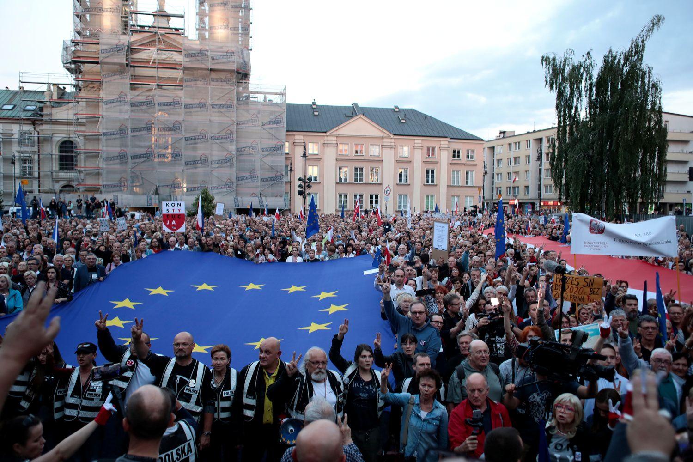 Įtampa Lenkijoje kelianerimą visai ES