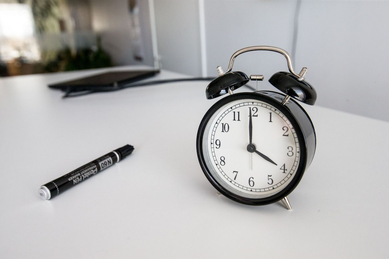Eurokomisija pasikonsultuos, ar verta tęsti sezoninį laiko sukiojimą