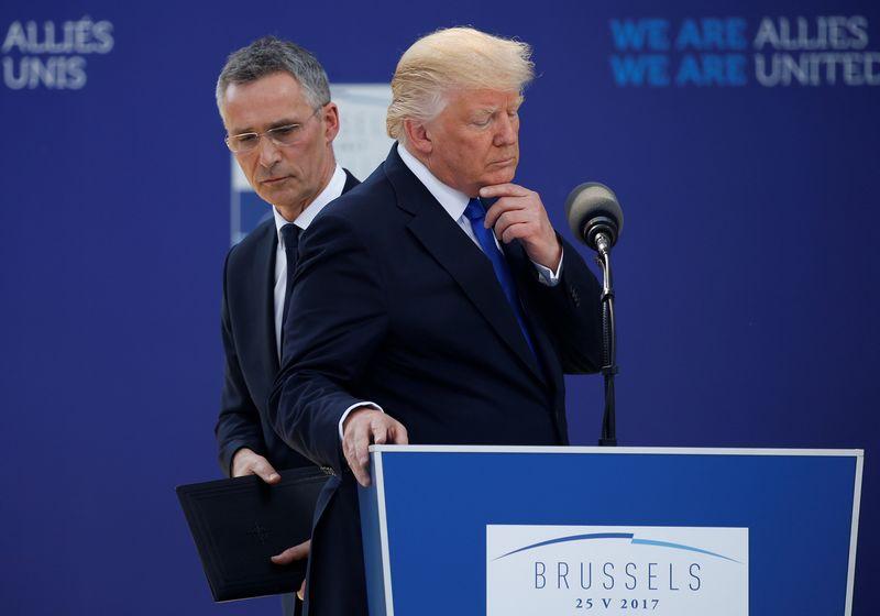 "NATO generalinis sekretorius Jensas Stoltenbergas ir JAV prezidentas Donaldas Trumpas. Jonathano Ernsto (""Reuters"" / ""Scanpix"")  nuotr."