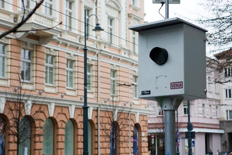 Vyriausybė siūlo po antrojo nustatyto greičio viršijimo atvejo pažeidėjams automatiškai taikyti minimalią numatytą baudą. Vladimiro Ivanovo (VŽ) nuotr.