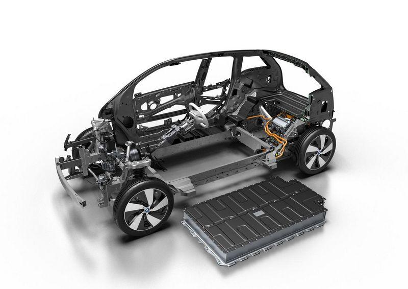 Gigantiškų akumuliatorių gamyklų atsiradimą skatina sparčiai auganti elektromobilių pramonė. BMW AG nuotr.