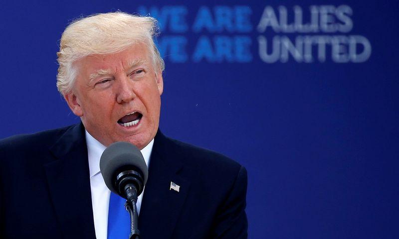 """Jau per pernykštį NATO viršūnių susitikimą JAV prezidentas Donaldas Trumpas pareiškė pastabų partneriams dėl pernelyg mažų finansinių išteklių, skiriamų karinėms reikmėms. Jonathano Ernsto (""""Reuters"""") nuotr."""