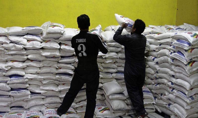 """Panaikinus gamybos kvotas, Europoje susidarė cukraus perteklius. Davido Mercado (""""Reuters"""" / """"Scanpix"""") nuotr."""