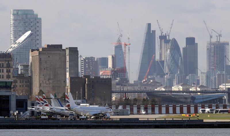 "Londono Sičio oro uostas.  Simono Dawsono (""Reuters"" / ""Scanpix"") nuotr."