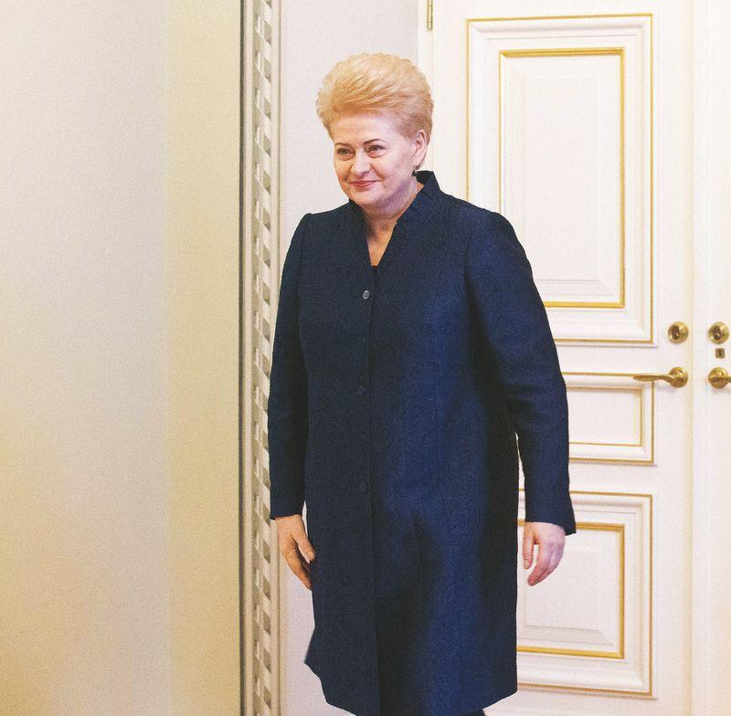 Prezidentė Dalia Grybauskaitė per devynerius metus pasirašė apie pusšimtį dekretų dėl veto Seimo priimtiems įstatymams. Juditos Grigelytės (VŽ) nuotr.