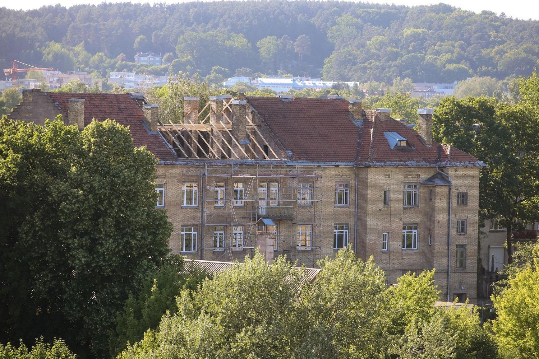 Aukcionui ruošiamas hektaras žemės su pastatais Žvėryne