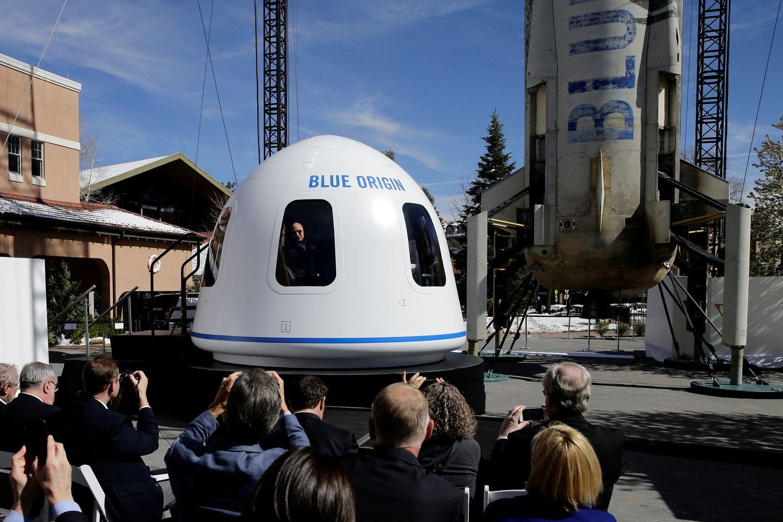 Bezoso raketų kompanija į kosmosą skraidins už bent 200.000 USD
