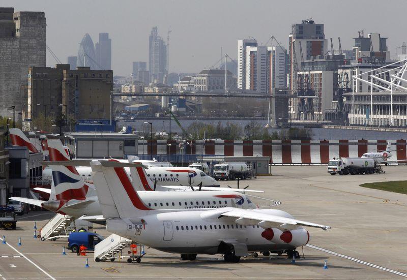 """Londono Sičio oro uostas.  Edžio Keogho (""""Reuters"""" / """"Scanpix"""") nuotr."""