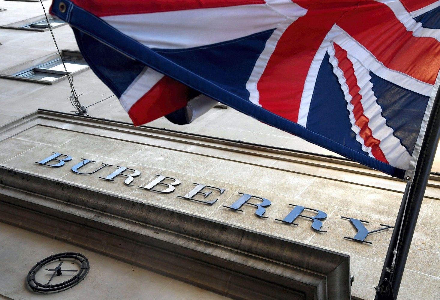"""""""Burberry"""" pardavimai augo, pasiteisino nauja strategija"""