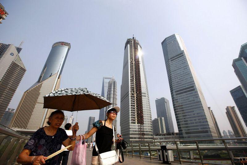"""Šanchajaus dangoraižiai. Aly Songo (""""Reuters"""" / """"Scanpix"""") nuotr."""