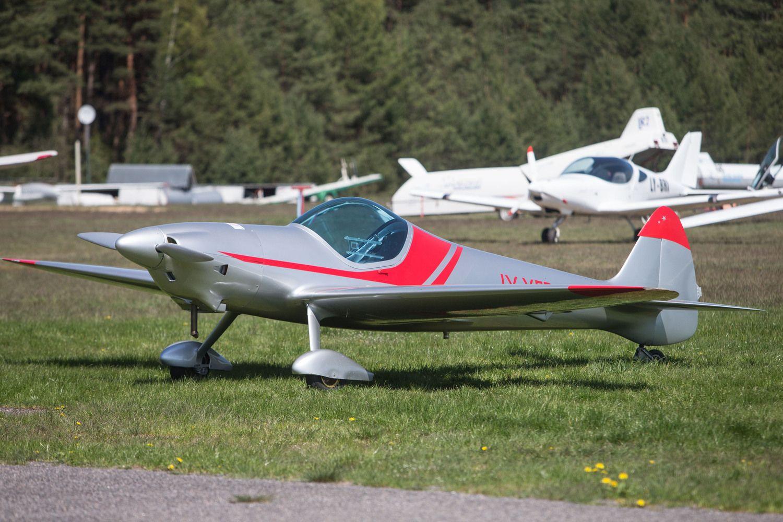 """""""Sportinė aviacija ir KO"""" sertifikuoja sklandytuvą su elektros varikliu"""