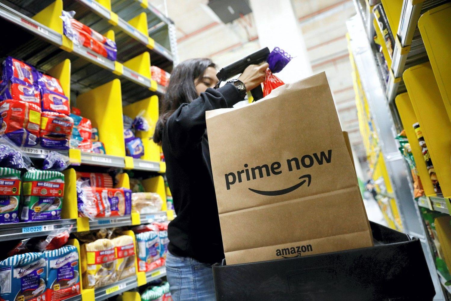 """Streikuoja """"Amazon"""" darbuotojai Europoje"""