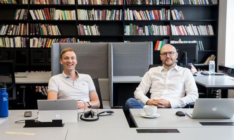 """Vytautas Zabulis, """"Hodl Finance"""" vadovas (kairėje) ir Gintautas Ščerbavičius, technologijų vadovas. Juditos Grigelytės (VŽ) nuotr."""