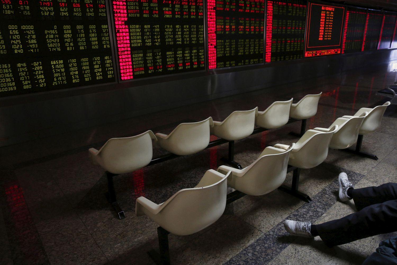 Stocks Climb as Yuan Losses Ease; Dollar Declines: Markets Wrap