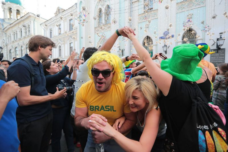 "Futbolo gerbėjai Maskvos gatvėse. ""Sipa"" / ""Scanpix"" nuotr."
