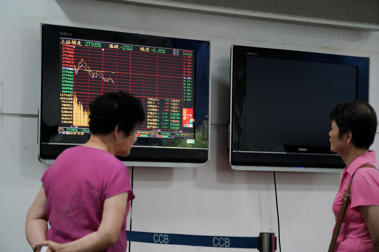 Yen Climbs as BOJ in Focus; Asian Stocks Mixed: Markets Wrap